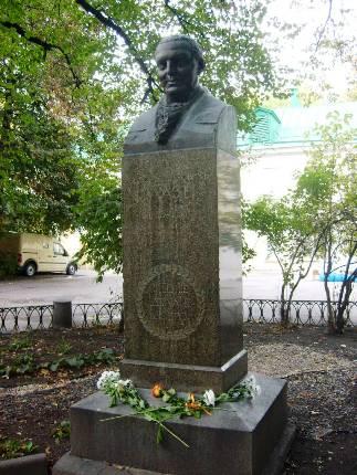 памятник доктору Гаазу в Малом Казенном переулке в Москве