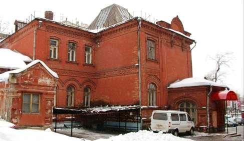отнятая Русской православной церковью детская поликлиника на Ленинградском проспекте в Москве
