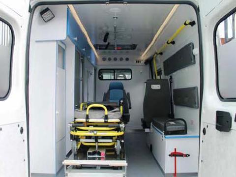 в салоне медицинской перевозки больных