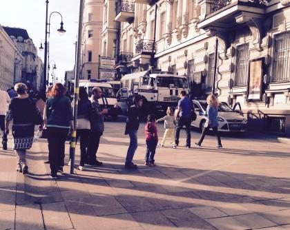 дети в День Победы 9 мая 2015 г. военного парада не увидели, только полицейских и ОМОН