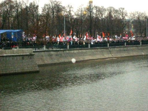 Болотная площадь до отказа забита протестующими против нечестных выборов